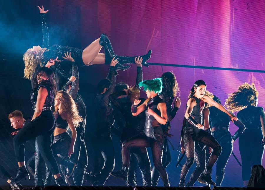 Live Photos Review Taylor Swift S Reputation Stadium Tour At Houston S Nrg Stadium Setlist Fm